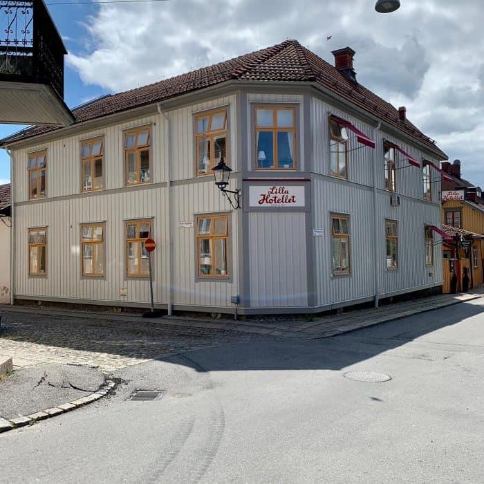 Måleriföretag EBL Måleri har utfört målnings arbete om Lilla Hotellet i Nora.